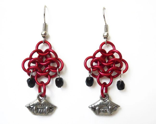Vampire earrings, Gothic, Fang earrings, Chainmaille, Red and silver, Rosettes weave - DoBatsEatCats