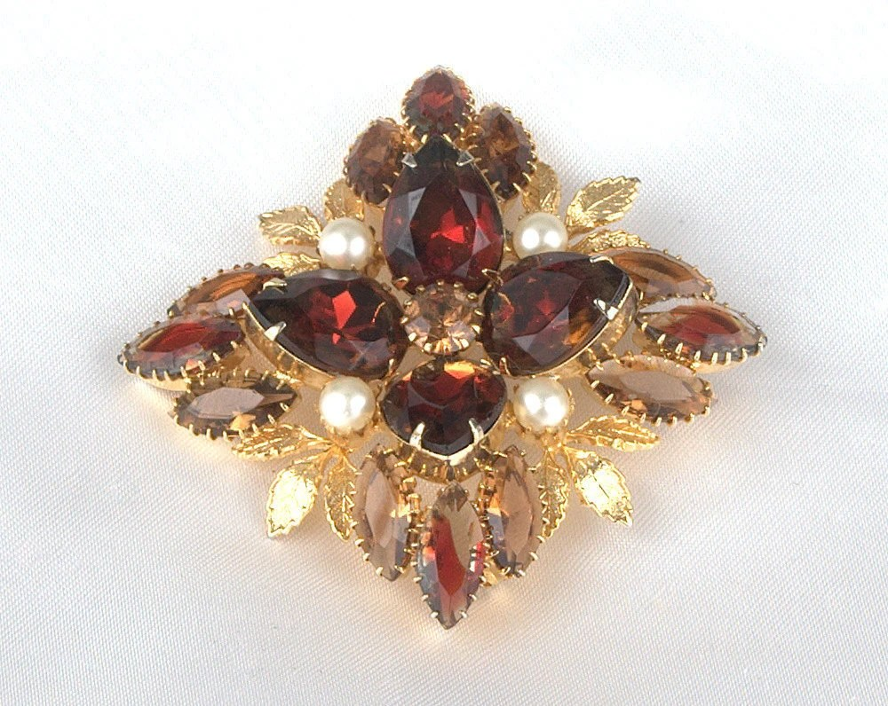 Amazing Vintage Gold Plated Rootbeer and Dark AmberRhinestone Brooch with Faux Pearl Accents - BlackMagicStudio