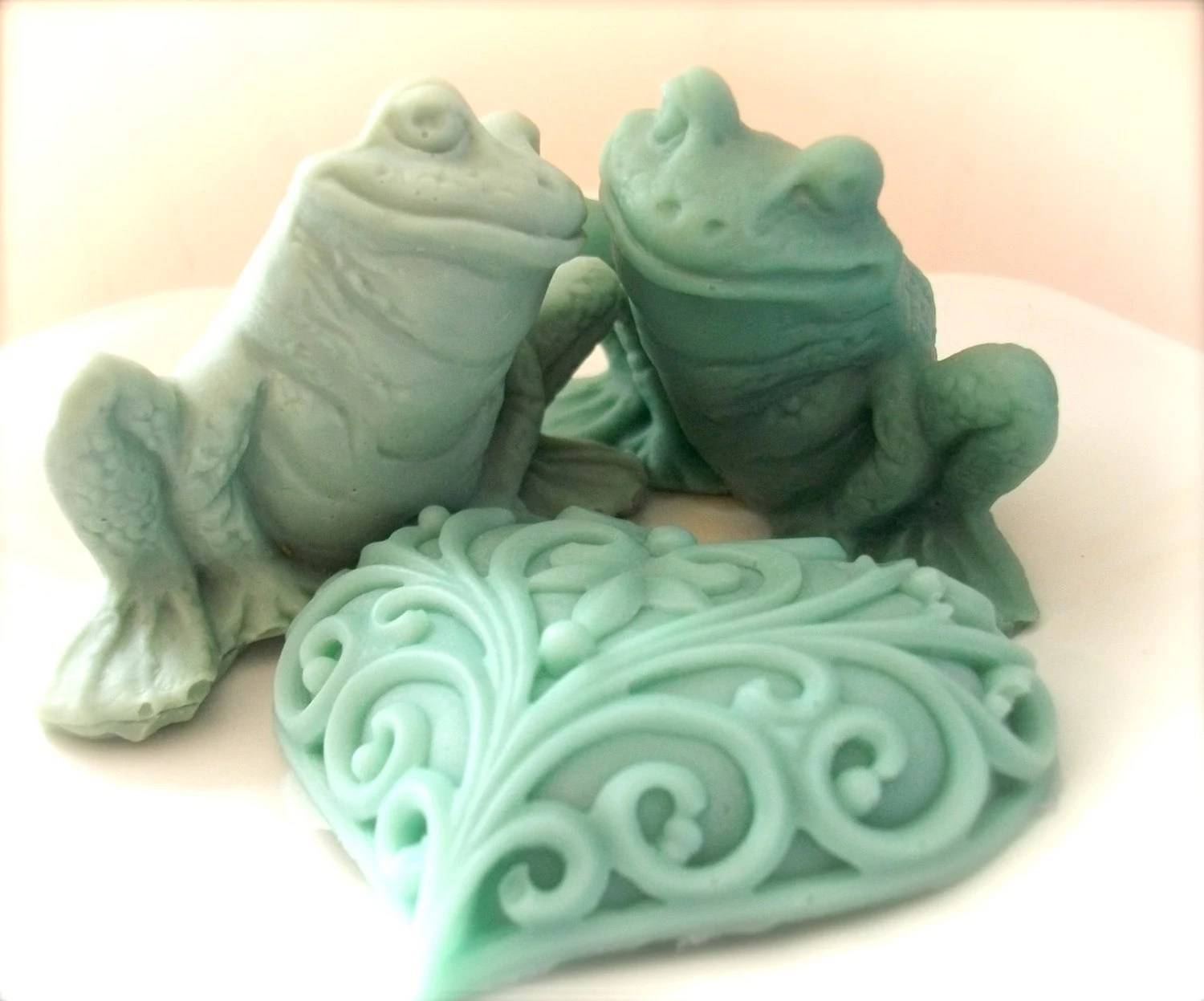 SOAP, Frog Soap Set, Moisturizing Vegetable Based, Two Frogs in Love, Scented in Peaches and Cream - thecharmingfrog