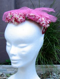Vintage 1950s Women's Hat With Flowers and Tulle