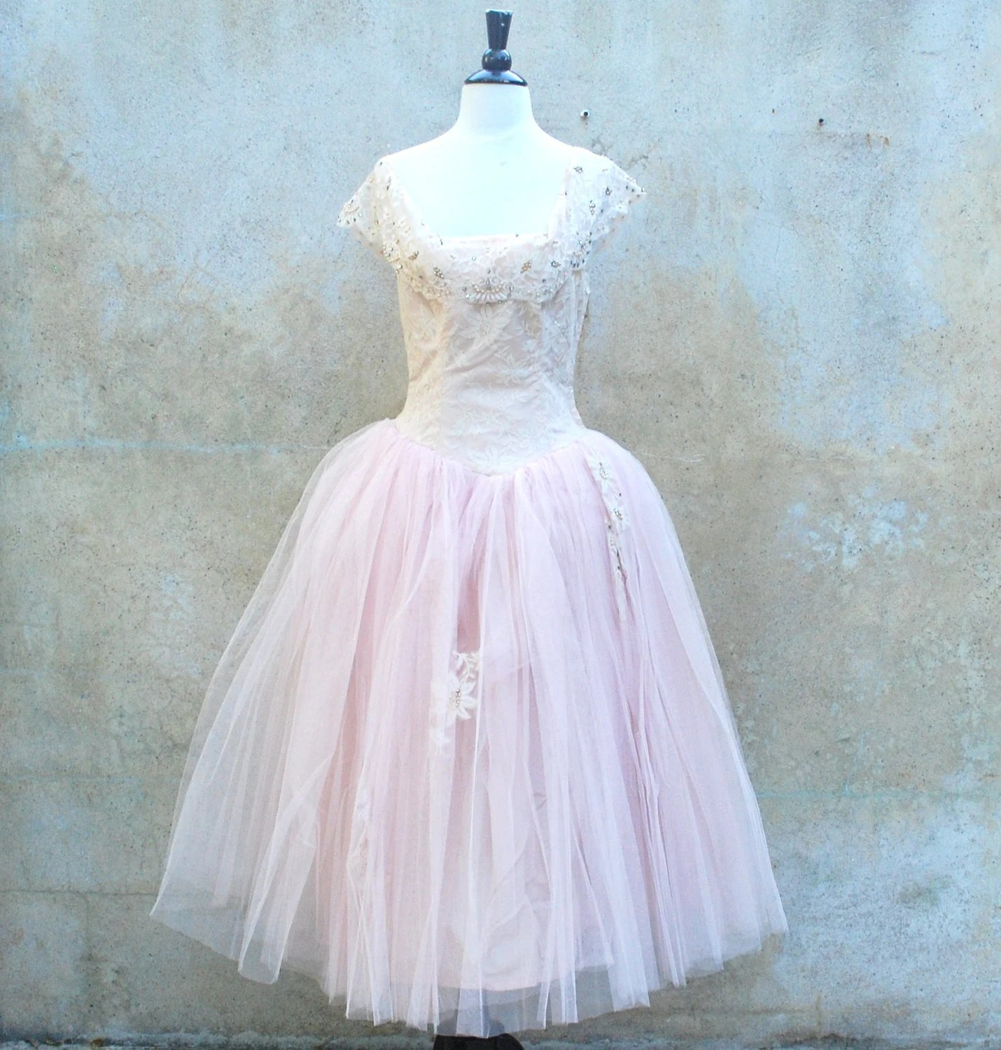 Vintage 1950s princess wedding dress - 50s romantic soft pink tulle prom / party dress - medium - circa1955vintage