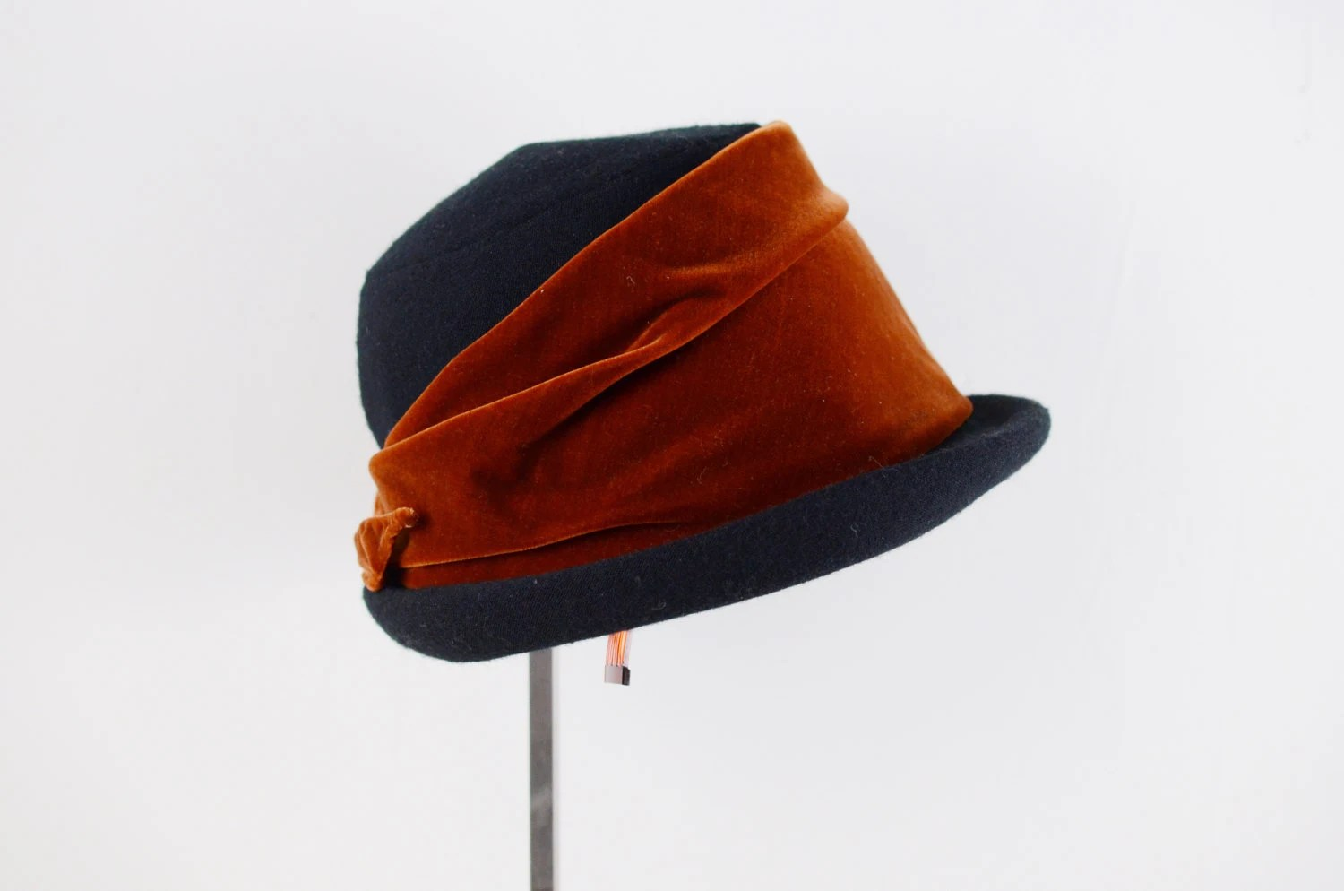 1950s/60s Navy and Rust Velvet Ribbon Hat