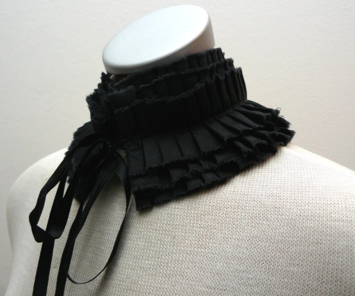 Pleated black collar with satin ties - Vietto