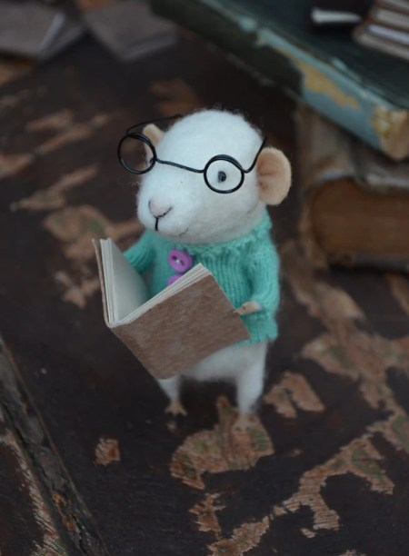 Little Reader Mouse with Glasses by Felting Dreams