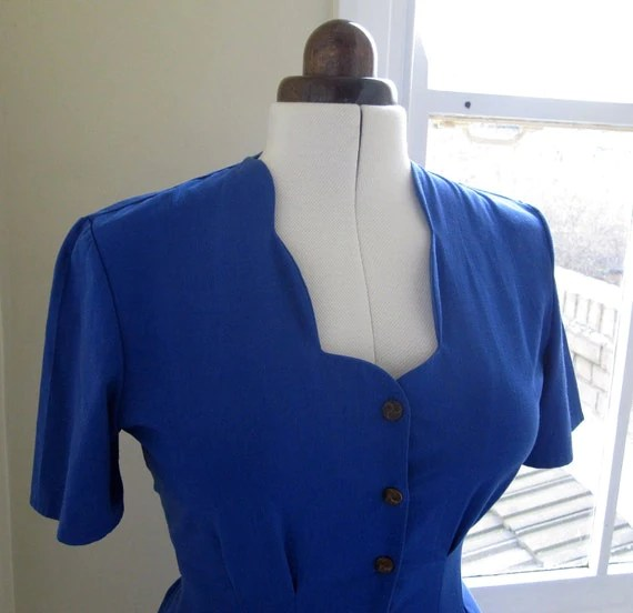 1980s royal blue fitted scalloped neckline dress, small