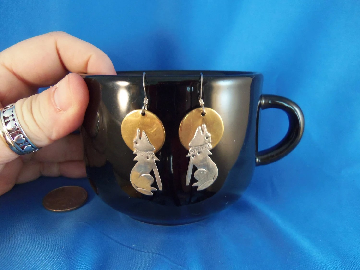 Vintage southwestern howl in the moon gold and silver tone pierced Earrings (P68)
