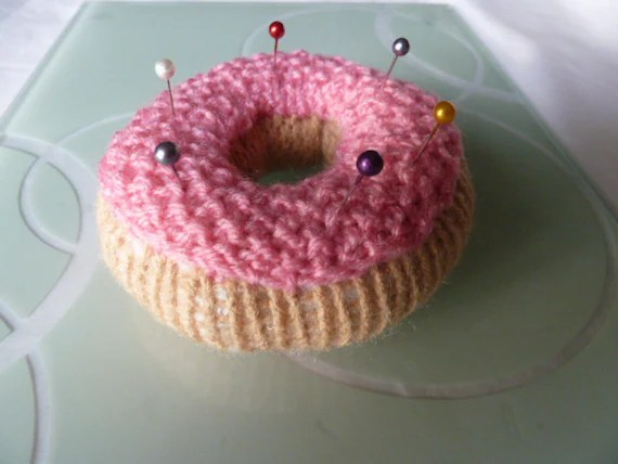 Donut pin cushion by TWINKKNITS