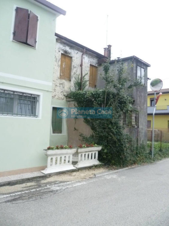 Casa Indipendente In Vendita In Via Matteucci Snc