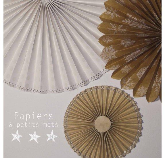 tuto realiser des rosaces de papier avec un contour en dentelle par laure
