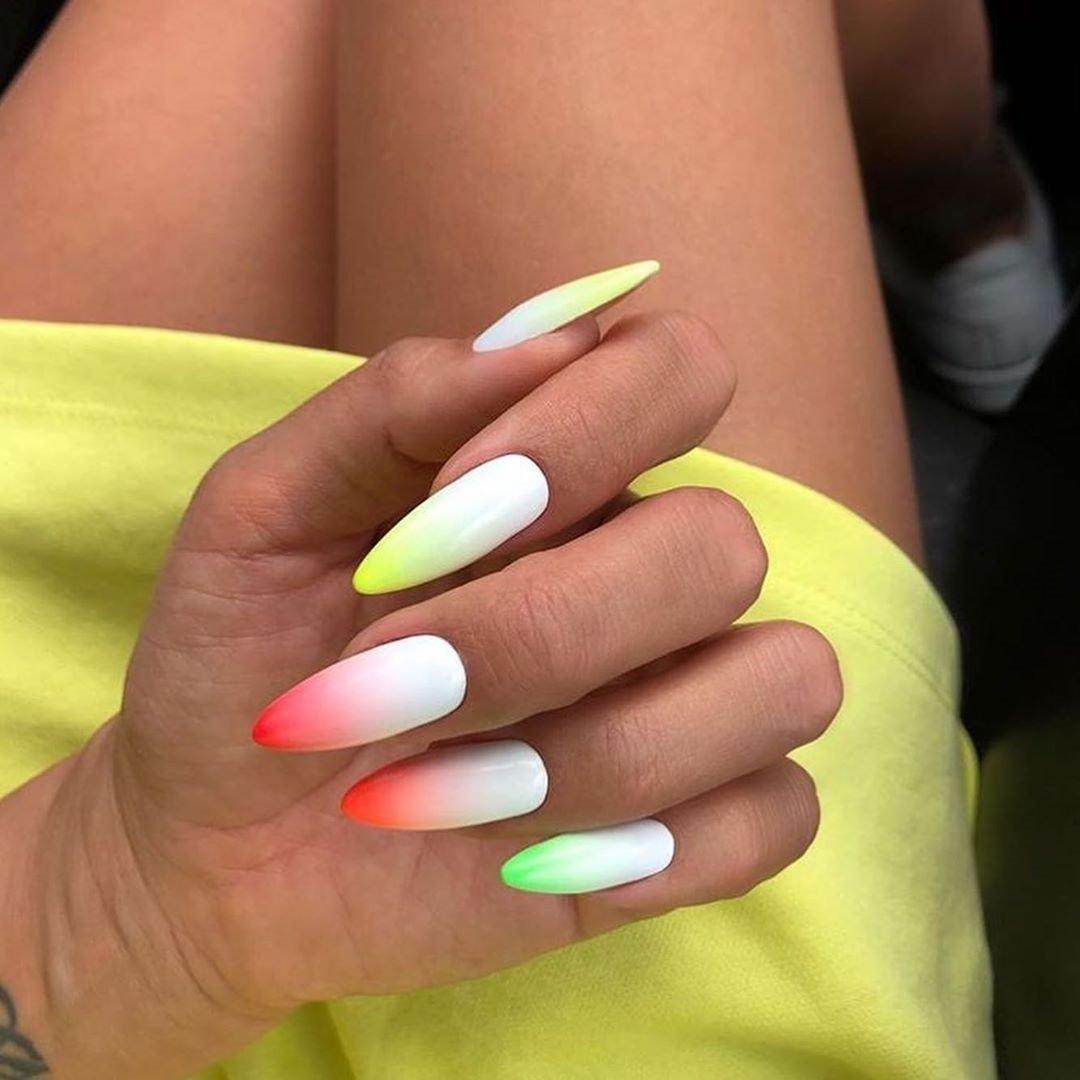 Nowe Modne Paznokcie Ombre Laczymy Neonowe Kolory Z Biela Te