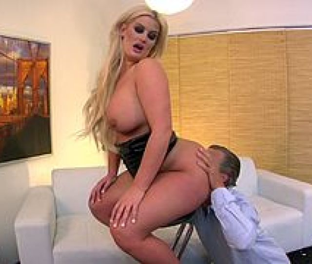 Sexy Face Sitting Blond Gets Her Pussy And Ass Licked Before Giving Handjob