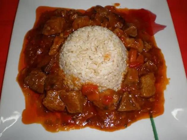Ternera en salsa con coles de Bruselas
