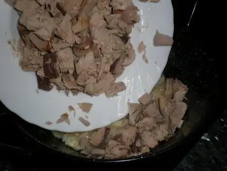 Preparar arroz integral salteado con atún
