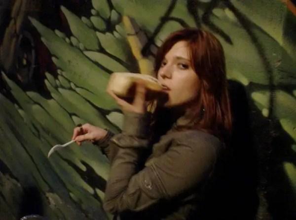 girlseatinghotdogs71 - Julio mes de los Hot Dogs celébralo con estas fotos de Chicas comiendo perritos calientes