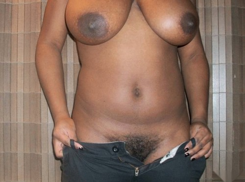 Tamil black aunty removing her jeans off