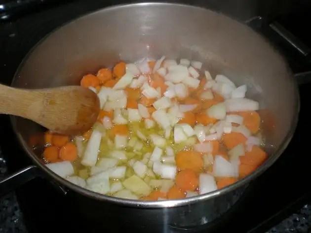Elaborar guiso de jamoncitos de pollo