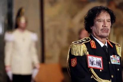 muamar gaddafi, kolonel muamar gaddari, mamar gaddai ketika muda, gambar muamar gadafi kena bunuh, mayat muamar gaddafi