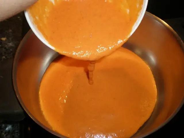 Crema de tomate con cominos confitados