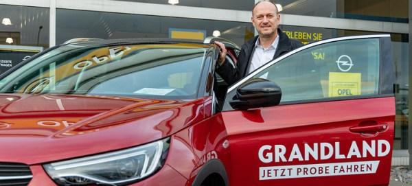 "Opel Fahr: Traditionelles ""Angrillen"" mit neuem Opel Grandland X Hybrid"