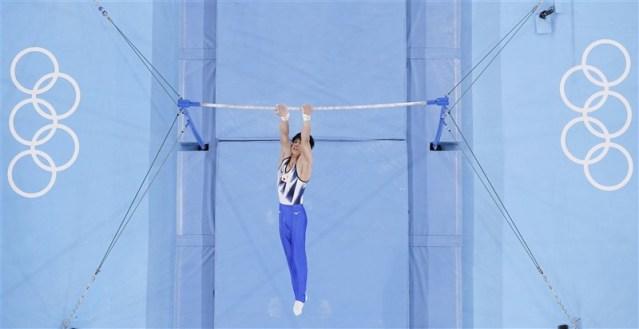 日本19歲男子體操選手橋本大輝3日在東京奧運體操單槓項目奪金,是繼個人全能項目後在東奧拿下的第2面金牌。另外在團體項目也拿下銀牌,總計共進帳2金1銀。(共同社)