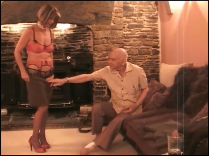 SamanthaM – Stripping for an old man (ManyVids)