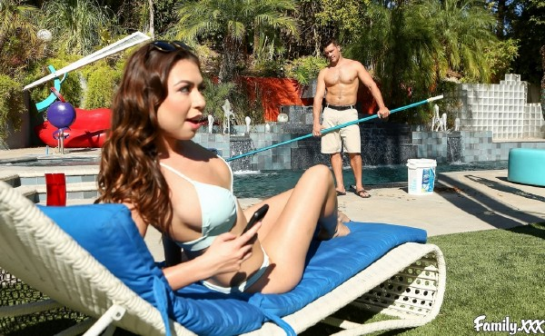 Melissa Moore – Hot for Stepdad (2017/Family.xxx/SD)