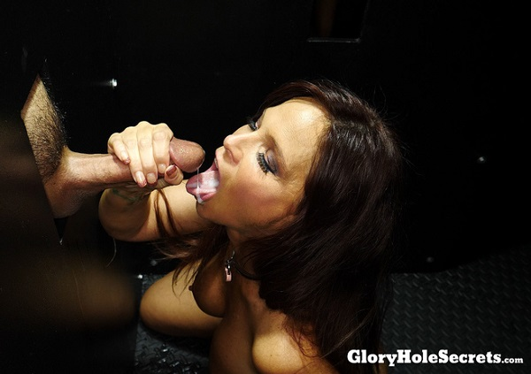 Syren De Mer – Syrens First Gloryhole Video (2018/GloryHoleSecrets.com/FullHD)