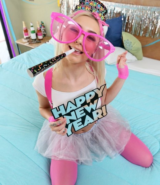 Chloe Temple – Breaking in the New Year (DontBreakMe.com/Mofos.com/2018/HD)