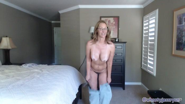 Jess Ryan – Mom Ass Clapping Countdown