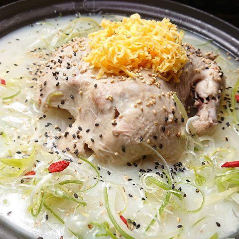 鶏肉を一羽まるごと煮込んだ★コラーゲンたっぷり【美肌タッカンマリ】