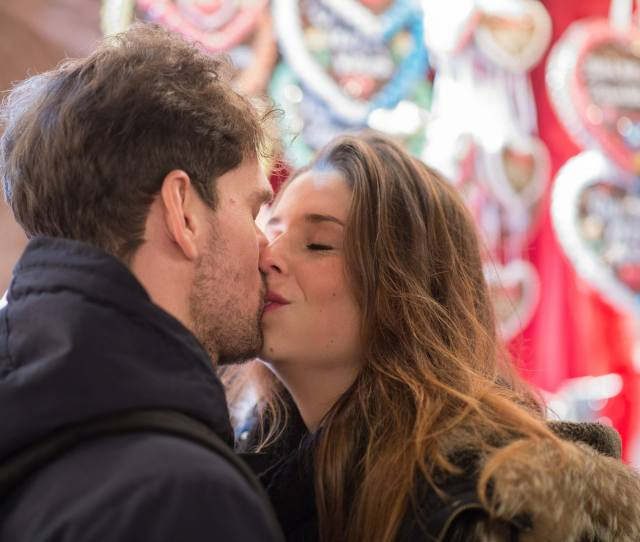 Should You Kiss On The First Date Women Weigh In On When The Moment Is Right Video