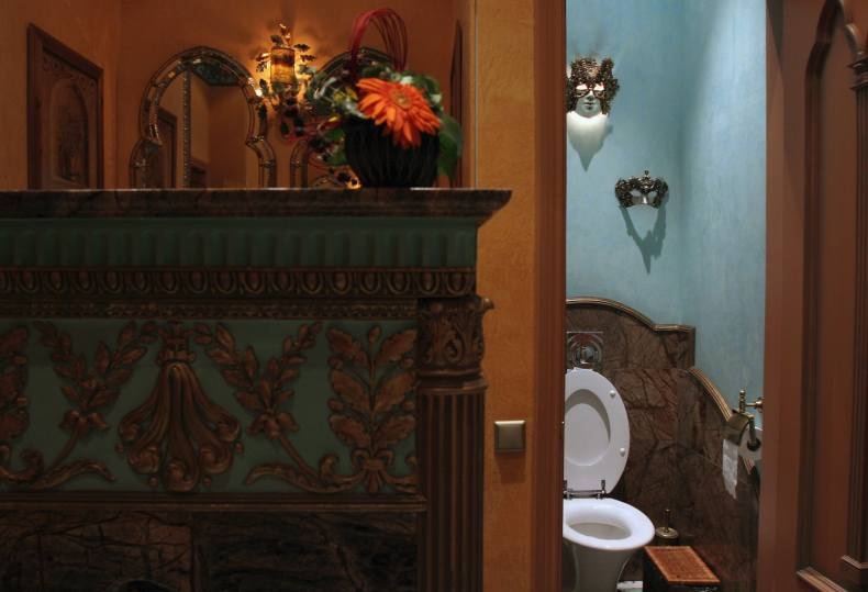 An old-timey bathroom. Setting an intention to keep your phone out of spaces like the bathroom can help you use your phone more mindfully
