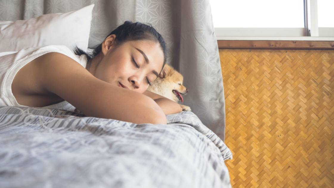 what does sleeping on your stomach mean