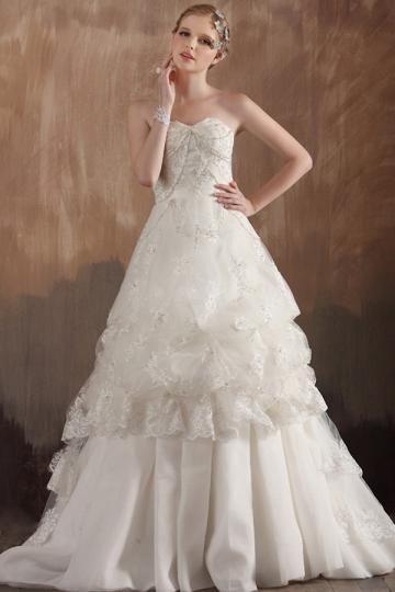 Robe de mariée dentelle est idéale pour les filles Capricorne