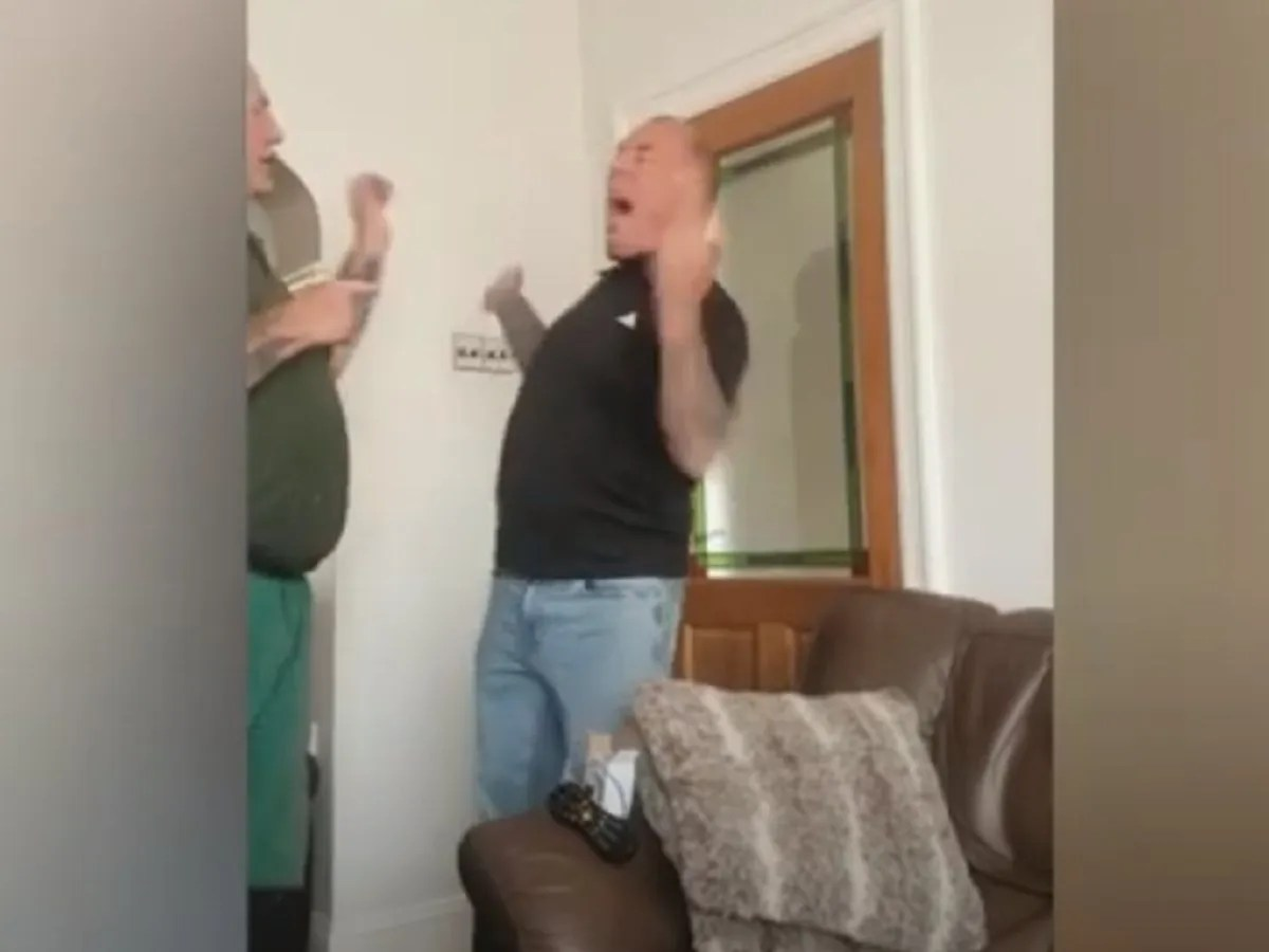 Man tries dog's shock collar, gets zapped