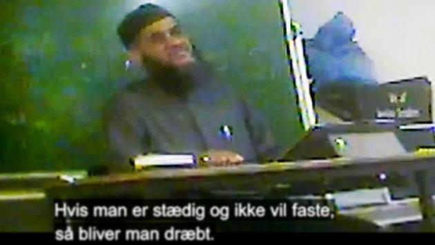 """""""Frauen müssen zu Tode gesteinigt werden"""" (Bild: TV 2)"""