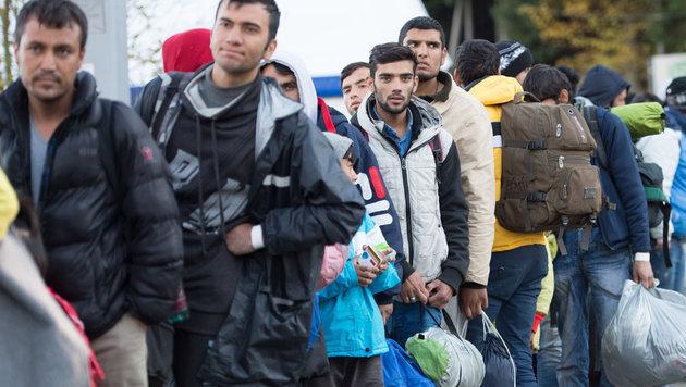 D: Flüchtlingskosten explodieren auf 20 Mrd. € (Bild: APA/Sebastian Kahnert)