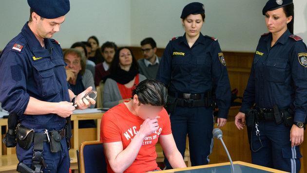 Der irakische Flüchtling wurde im Juni wegen Vergewaltigung eines Buben zu 6 Jahren Haft verurteilt. (Bild: APA/ROLAND SCHLAGER)