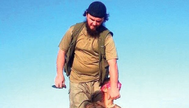 Lavdrim Muhaxheri als IS-Henker (Bild: LiveLeak.com)
