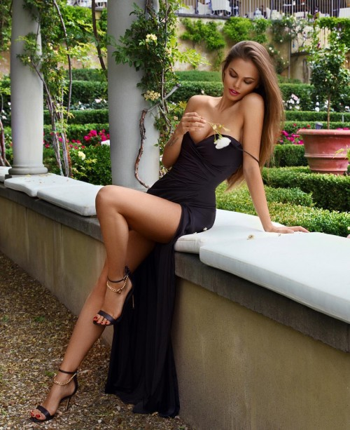 Viki-Odintcova-Tight-Dress-10.md.jpg