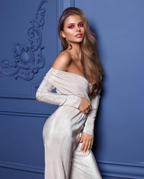 Viki-Odintcova-Tight-Dress-9.md.jpg