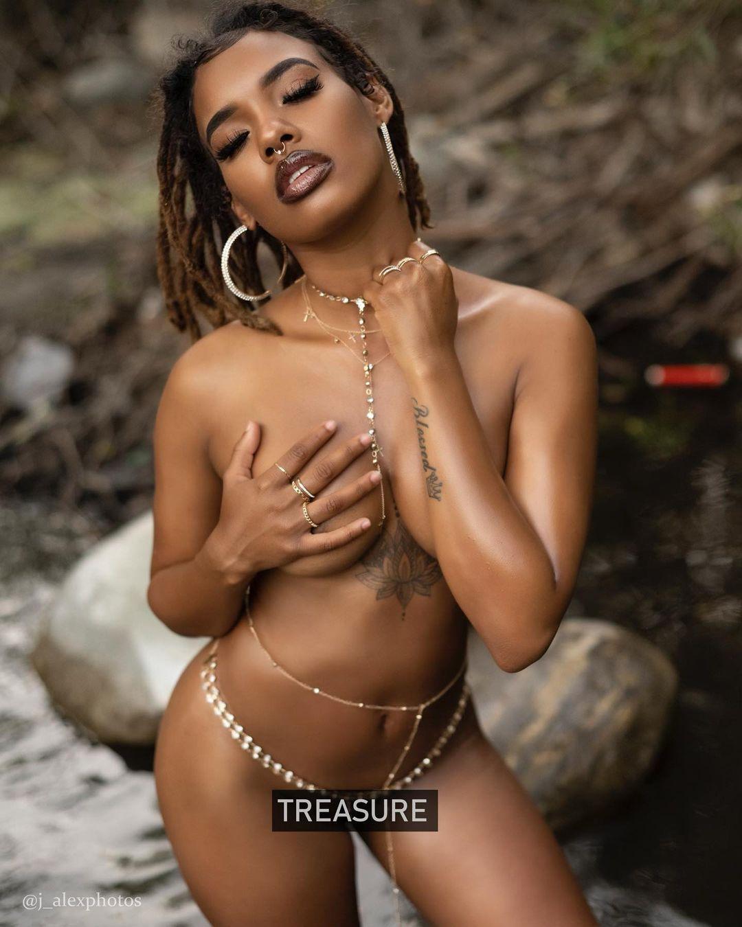 Ivoire-nude-treasure.jpg