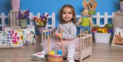 Семейна пролетна фотосесия в студио с 4 декора - със 7 или 12 обработени кадъра