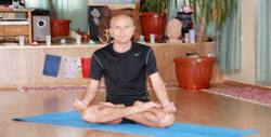 5 посещения на йога за възрастни с Васил Тосев