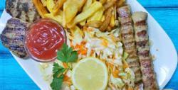 Апетитно хапване в Китен! Порция цаца и две наливни бири, или плато с кюфтета, кебапчета, картофки и салата