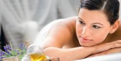 Пилинг на гръб с папая, малина или ягода и релаксиращ масаж на цяло тяло, плюс масаж на лице