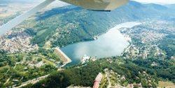 Панорамен полет с триместен самолет над язовир Искър и Панчаревското езеро за до трима