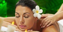 70 минути релакс! Комбиниран масаж 5 в 1 на цяло тяло със 100% натурални есенции и масла