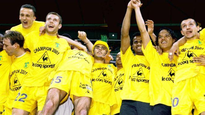 Les Nantais célèbrent leur 8e titre de champion de France à la Beaujoire, saison 2000-2001