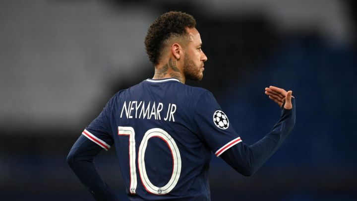 Neymar of Paris Saint-Germain gestures during the UEFA Champions League Quarter Final Second Leg match between Paris Saint-Germain and FC Bayern Munich at Parc des Princes on April 13, 2021 in Paris, France